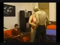 Чел пялился на секс жирной подружки с корешом