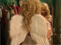 Ангельские крылышки очень идут этой шмаре
