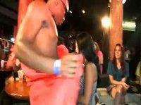 Негрила трясёт членом перед зрительницами