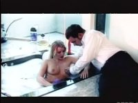 Вытащил Киру из ванной и давай дуплить её
