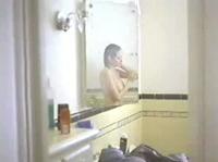 За мытьём сестрёнки подсматривает её братик