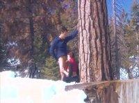 Экстремальный секс на снегу посреди леса зимой