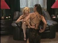 Блондинка никогда не забудет секс с азиаткой