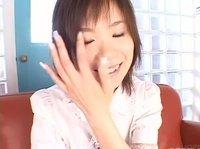Невинная азиаточка балуется с вибратором