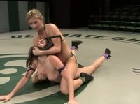 Лесбийские бои на ринге в очень грубом виде