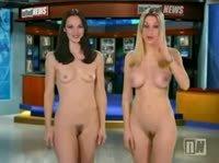 Сразу две голые тёлки вели новостное шоу
