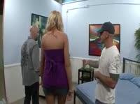 Рогоносец очень любит смотреть на секс жены со стороны