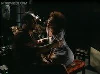 Дедок нежится в ванне с симпотичный любовницей